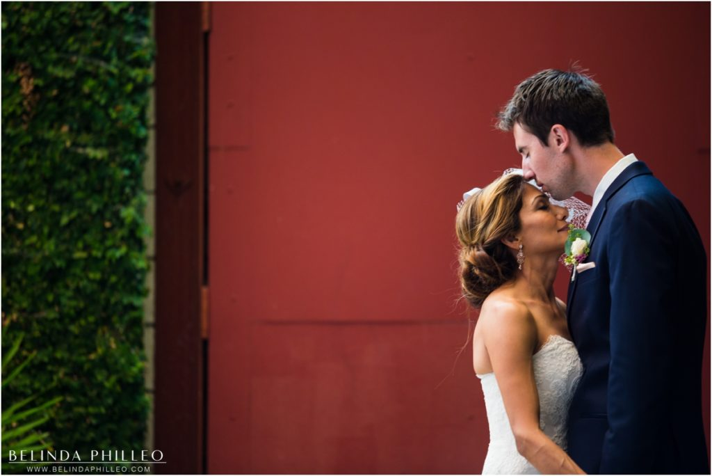 Romantic bride and groom photos at Smog Shoppe Los Angeles Wedding. Photography by Belinda Philleo